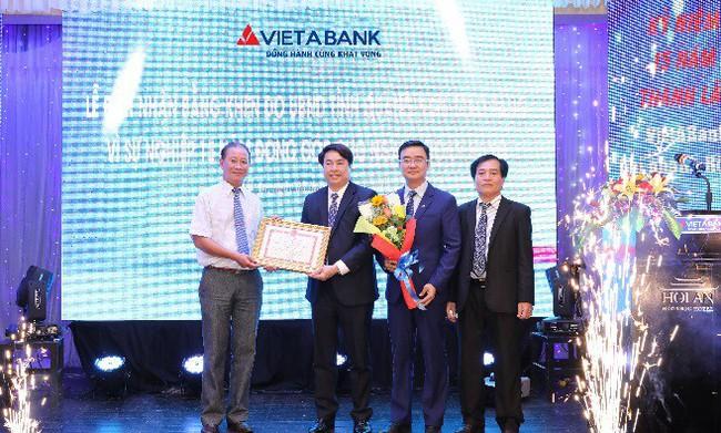 VietABank nhận bằng khen của UBND tỉnh Quảng Nam