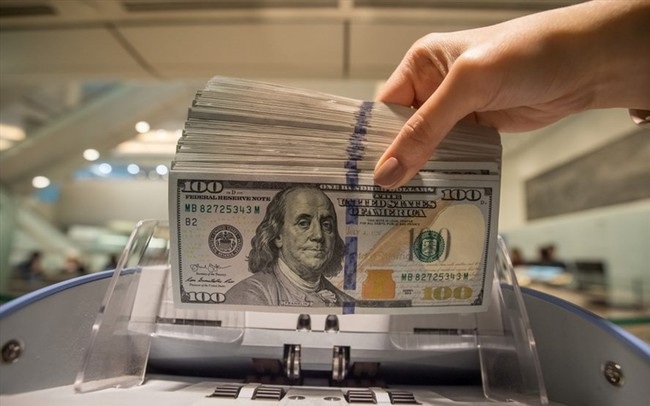 Chuyên gia nói gì khi tỉ giá trung tâm chọc đỉnh, USD ngân hàng im lìm? - ảnh 1