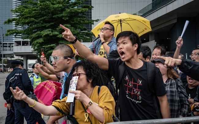 Singapore hưởng lợi như thế nào từ bất ổn chính trị ở Hồng Kông?