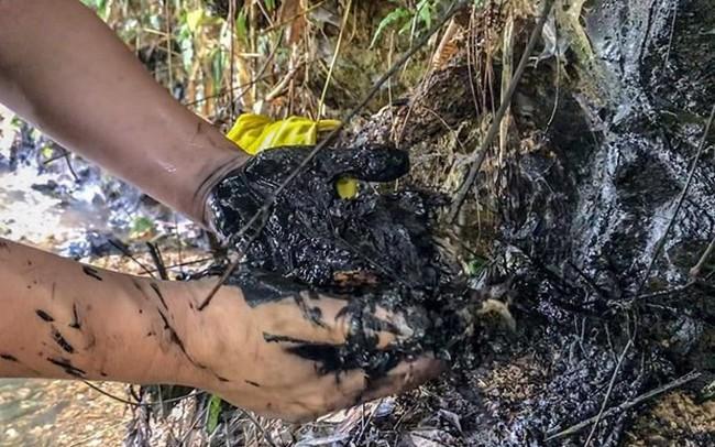 Công ty nước sạch sông Đà phát hiện đổ trộm dầu thải nhưng không báo cáo