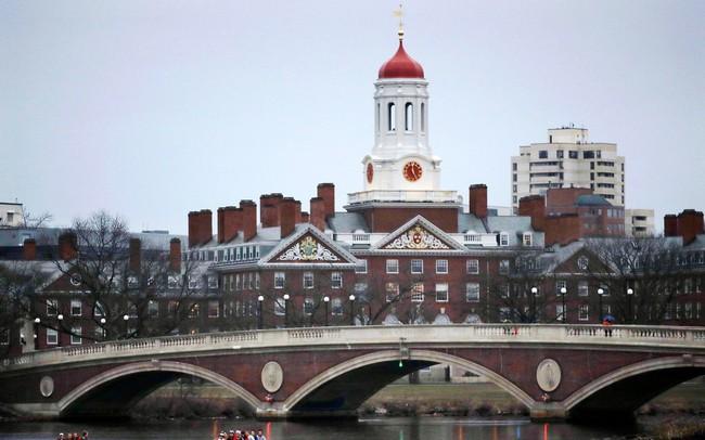 Các trường kinh doanh danh giá nhất nước Mỹ giảm sức hút, sinh viên quốc tế chuyển sang châu Âu và Canada