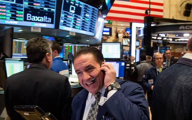 Phố Wall khởi sắc khi mùa báo cáo tài chính bắt đầu, Dow Jones chạm mốc 27.000 lần đầu tiên sau gần 1 tháng - ảnh 1