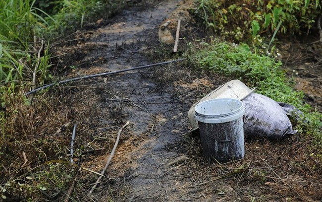 Nóng: Khởi tố vụ án hình sự đổ trộm dầu thải tại khu vực nhà máy nước sông Đà