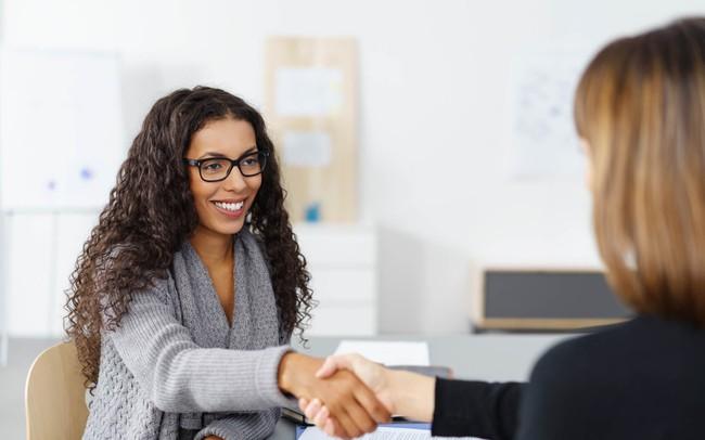 """""""Tại sao bạn muốn làm việc tại đây?"""" là câu hỏi luôn gặp phải trong bất kỳ cuộc phỏng vấn nào, học cách trả lời thuyết phục nhất"""