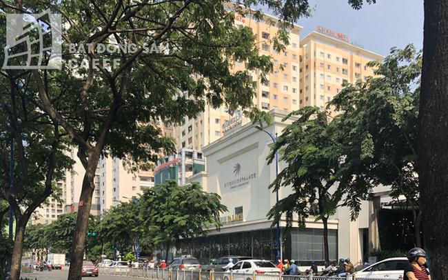 Cận cảnh công trình sai phạm Riverside Palace trên đường Bến Vân Đồn
