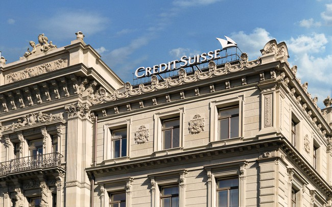 Thay vì trả lãi, các ngân hàng Thụy Sĩ đang bắt đầu tính phí trên các khoản tiền gửi của khách hàng - ảnh 1