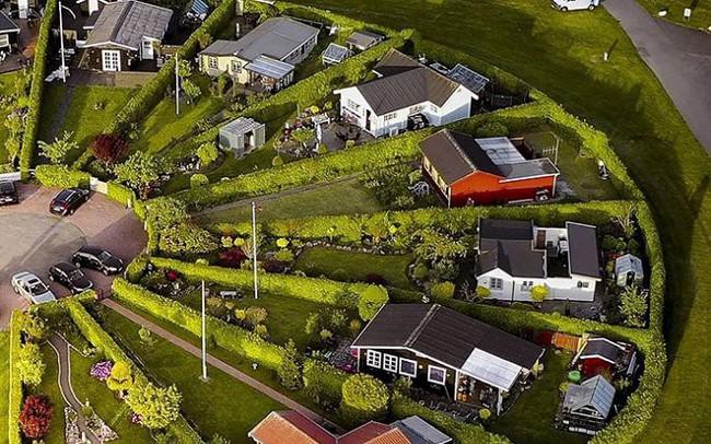 Độc đáo ngôi làng vòng tròn 'siêu thực' ở Đan Mạch
