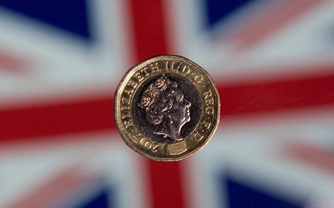Brexit rối như tơ vò, bảng Anh trượt dốc - ảnh 1