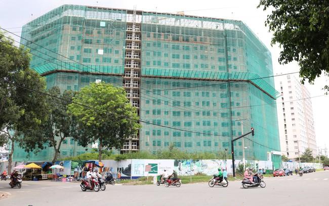 Luật sư nói gì về trường hợp dự án Greentown Bình Tân bị phong tỏa nhưng vẫn thi công xây dựng?