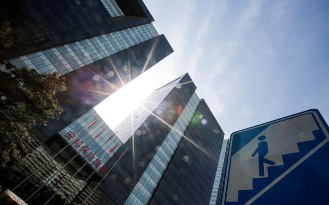 Ngập chìm trong nợ, các công ty Trung Quốc vội vã bán tháo tài sản ở nước ngoài - ảnh 1