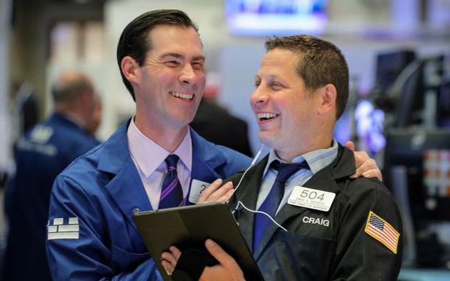Dẫn đầu bởi đà tăng của cổ phiếu công nghệ, S&P 500 tiến sát đỉnh lịch sử