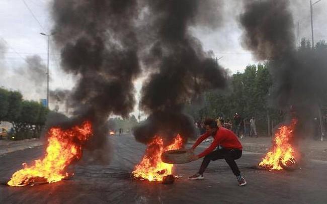 Cảnh sát nã đạn vào đám đông biểu tình, hơn 100 người thiệt mạng - ảnh 1