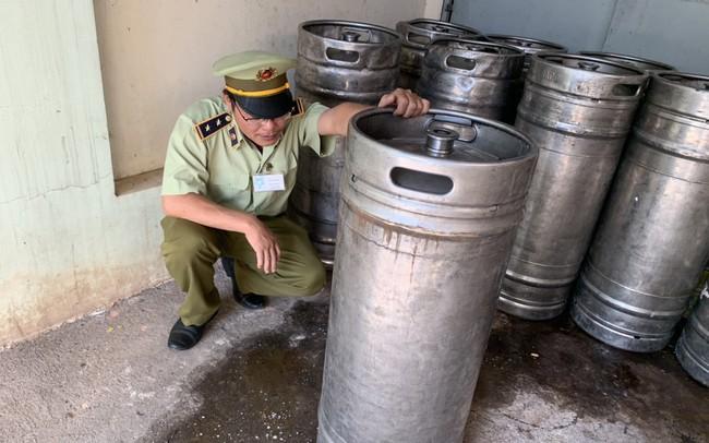 Phát hiện và xử lý 900 lít bia hơi trôi nổi giá chỉ 2.500 đồng/lít