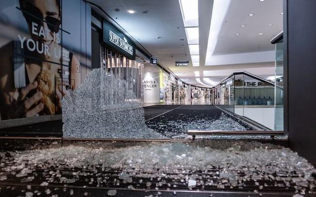 Dòng vốn đầu tư tháo chạy, hoạt động kinh doanh bị gián đoạn, Hồng Kông có nguy cơ đánh mất vị thế trung tâm tài chính quan trọng bậc nhất thế giới