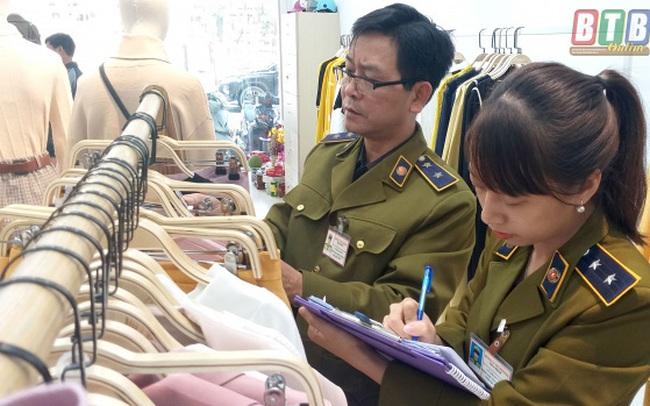 Tạm giữ hơn 400 quần áo gắn thương hiệu IFU bị nghi vi phạm về nhãn mác