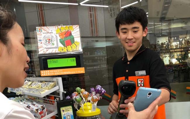 Người nước ngoài đến Trung Quốc thường gặp ác mộng về thanh toán vì chẳng nơi nào chấp nhận tiền mặt mà chỉ đòi QR code, nhưng điều đó sắp chấm dứt