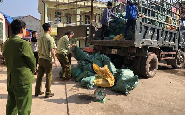 Chặn đứng trên 5.000 kg chân lợn đông lạnh và lòng lợn ướp muối xuất lậu qua biên giới