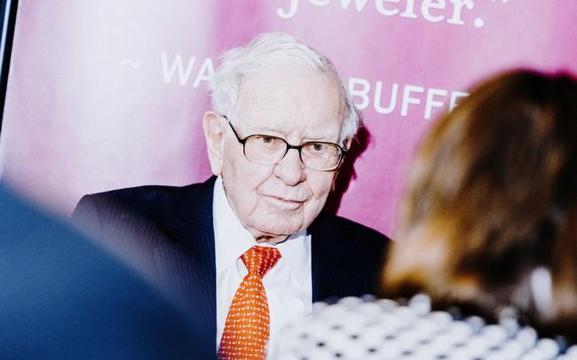 Tập đoàn của Warren Buffett đứng trước thế khó: Đối diện với một năm tồi tệ nhất kể từ 2009, quan điểm nhà đầu tư bị chia rẽ sâu sắc, người rút tiền, kẻ nghi ngại