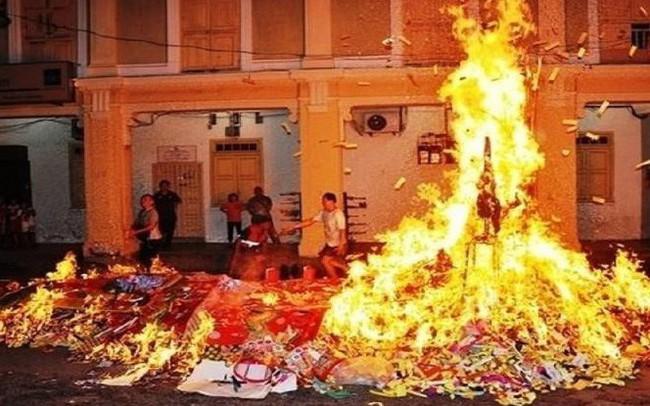 Cư dân có thể bị truy tố trách nhiệm hình sự khi đốt vàng mã trong chung cư