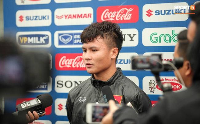Phóng viên Thái Lan hỏi Quang Hải có muốn đến Thai League thi đấu hay không rồi phải nhận câu trả lời cay đắng
