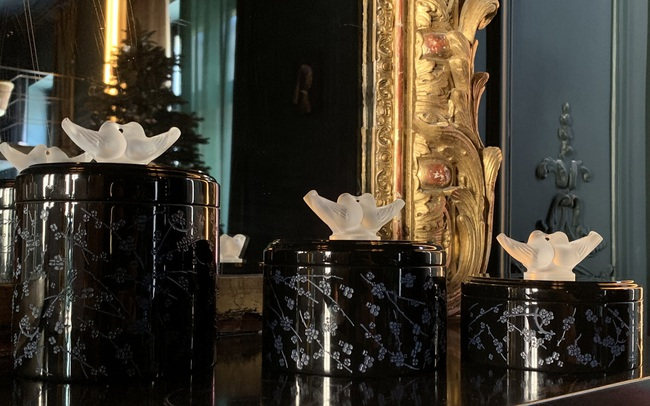 Bộ sưu tập của giới thượng lưu: Pha lê tinh xảo kết hợp với sơn mài nghìn năm tuổi tạo nên chế tác ấn tượng