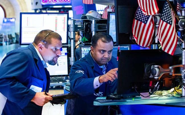 Nhà đầu tư 'hướng ánh nhìn' đến hạn chót thuế quan sắp đến gần, Dow Jones rớt hơn 100 điểm sau 3 phiên khởi sắc liên tiếp