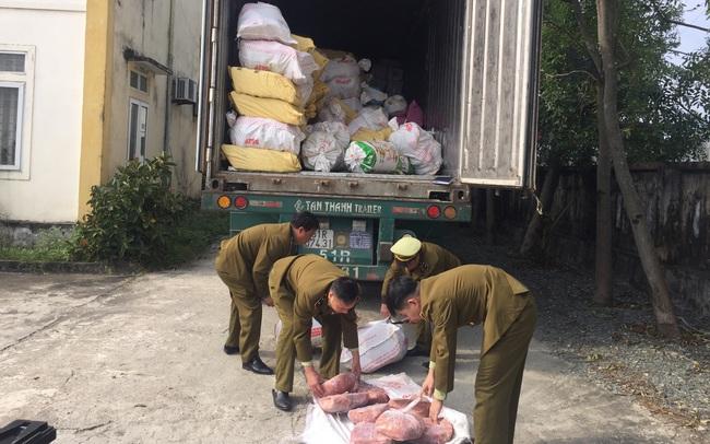 Bắt giữ xe container chở gần 12 tấn nội tạng động vật đang thối rũa tại Hà Tĩnh