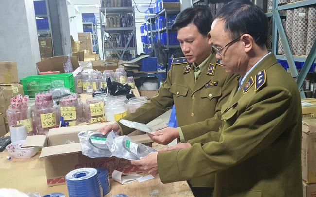 Hàng chục nghìn chiếc gioăng phớt dùng cho máy xúc công trình giả nhãn hiệu SKF bị lật tẩy tại Hà Nội