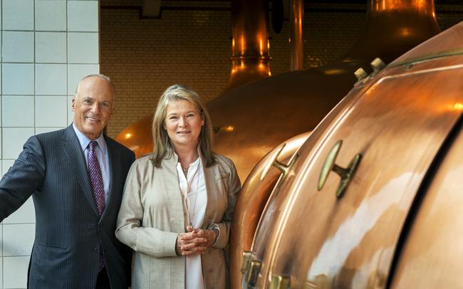 Chuyện đời ít biết về con gái độc nhất của ông chủ hãng Heineken: Tính cách nhút nhát, ẩn mình làm nội trợ đến bước ngoặt đứng lên làm bà chủ đế chế