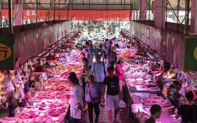 Chuyện lạ: Ngân hàng thu hút người gửi tiền tiết kiệm bằng cách...thưởng thịt lợn