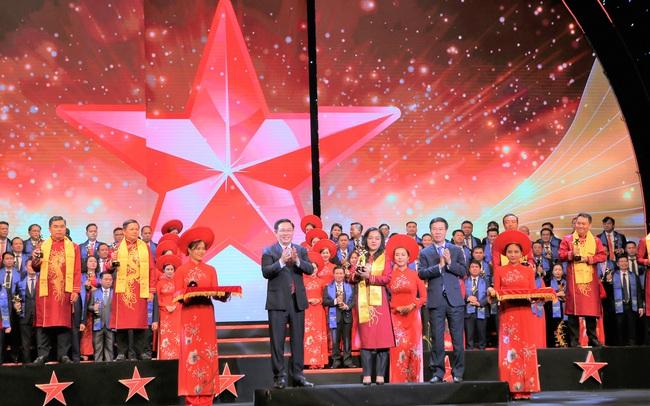 TGĐ Sacombank Nguyễn Đức Thạch Diễm là CEO ngân hàng duy nhất được giải Sao Đỏ 2019