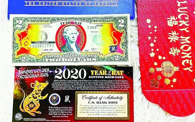 """""""Sốt"""" tiền USD hình chuột vàng"""