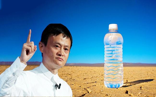 Câu hỏi gây tranh cãi: Nếu Jack Ma và người bình thường vừa khát vừa lạc giữa sa mạc, bạn sẽ bán chai nước trong tay với giá bao nhiêu tiền?: Đáp án cực bất ngờ!
