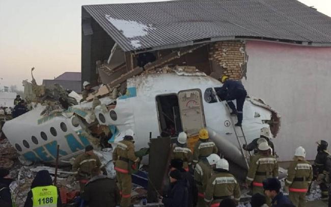 Hiện trường vụ máy bay chở 100 người đâm sập nhà, hàng chục người thoát chết thần kỳ