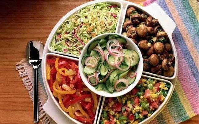 """Đừng dại mà bỏ bữa tối vì hậu quả gây ra cho sức khỏe sẽ rất khủng khiếp: Đây là nguyên tắc """"sống còn"""" khi ăn bữa tối"""