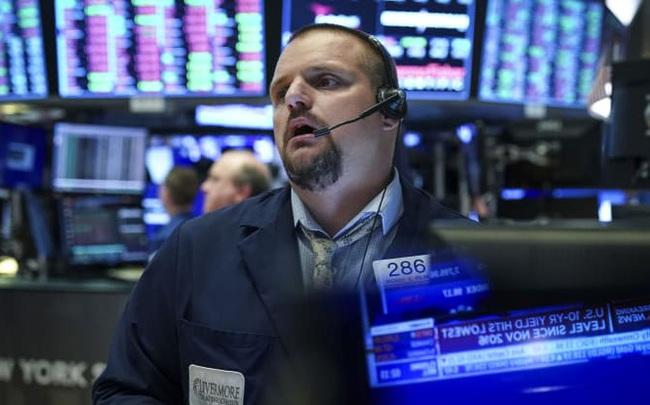 Đón nhận thông tin tiêu cực về thoả thuận thương mại và số liệu kinh tế, Dow Jones mất gần 300 điểm, S&P 500 giảm mạnh nhất trong 2 tháng
