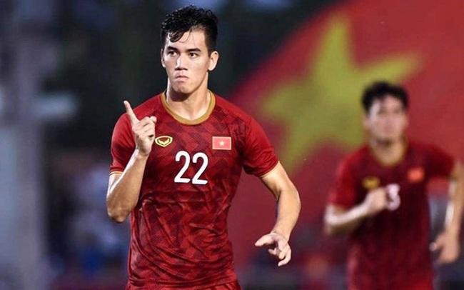 """Cả MXH gọi tên TIẾN LINH: Người hùng ghi cú đúp """"cứu thua"""" cho Việt Nam, tri ân Quang Hải bằng hành động cực đẹp!"""