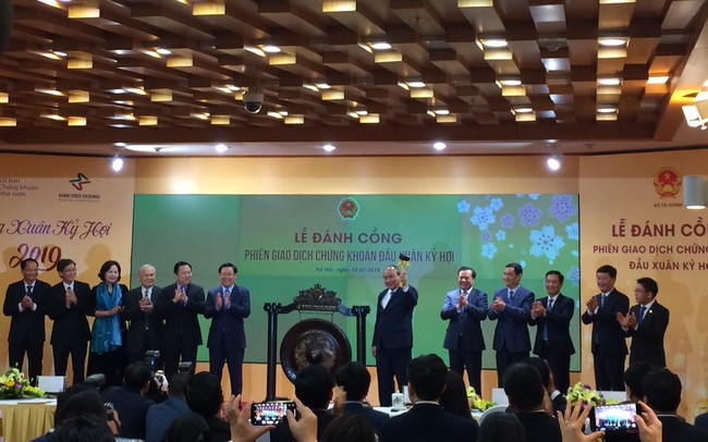 Thủ tướng Nguyễn Xuân Phúc: Cần đưa chứng khoán gần dân nhưng không phải bằng tư duy về một trò chơi - ảnh 1