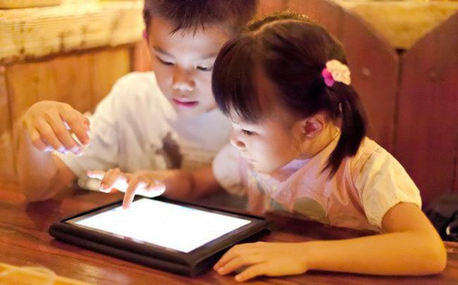 Ở thời đại mà ai cũng biết tác hại của thiết bị điện tử nhưng người lớn còn chẳng thể làm gương thì 5 điều này thực sự cần thiết đối với bất cứ ai làm cha mẹ để giúp con mình