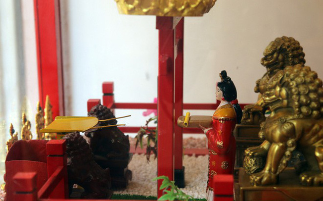 Đầu năm, dân Sài Gòn đội nắng xin quẻ ở máy nhả xăm tự động trong chùa