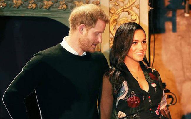 Bất chấp tin đồn Meghan mang thai giả, Hoàng tử Harry đã âm thầm chứng minh, bảo vệ vợ bằng hành động này