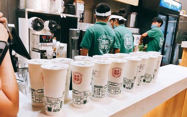 Trà sữa nướng Trung Quốc gây sốt, khách muốn uống phải đặt trước vài ngày, dân buôn được thể hét giá 80.000 đồng/cốc