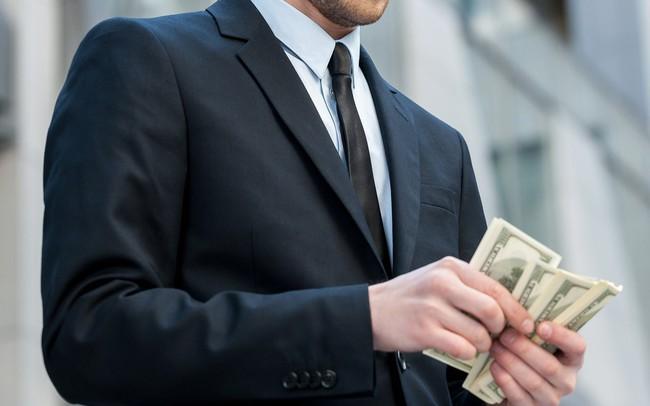 """Muốn giàu thì phải làm việc chăm chỉ? Nếu bạn vẫn đang tôn sùng tư tưởng đó thì 3 gương mặt vàng """"làm việc ít, kiếm tiền nhiều"""" này sẽ khiến bạn nghĩ lại"""