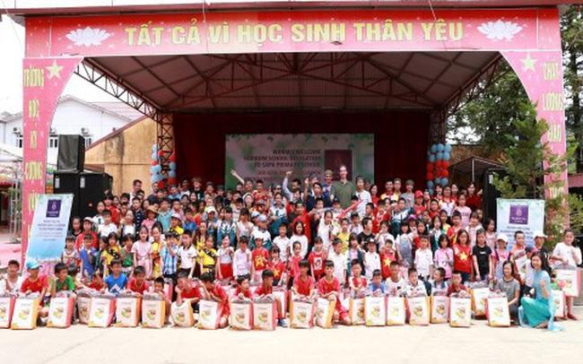 Nữ tỷ phú Việt và cuộc trò chuyện cùng đoàn học sinh trường hoàng gia thế giới