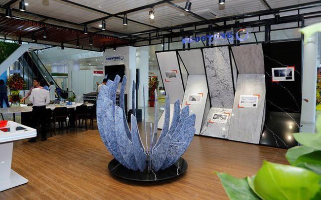 Bông hoa đá độc đáo thu hút khách tham quan tại triển lãm Vietbuild 2019