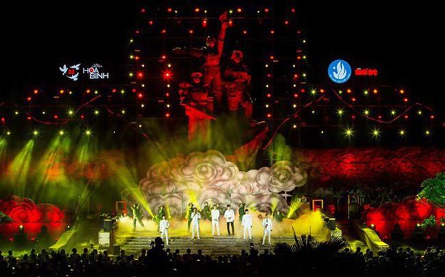 """Hàng loạt ngôi sao âm nhạc hội tụ đêm nghệ thuật """"Câu chuyện hòa bình"""" tại Quảng Bình"""
