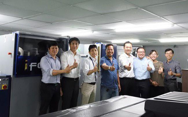 Trải nghiệm máy in phun UV kỹ thuật số MGI JETVarnish 3DS của Konica Minolta