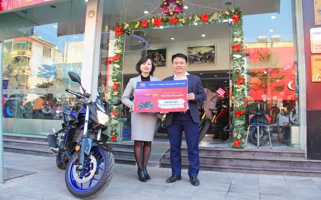 """Sơn Toa trao giải cho khách hàng trúng xe mô tô trong chương trình """"Mua Sơn Toa, trúng quà to"""""""