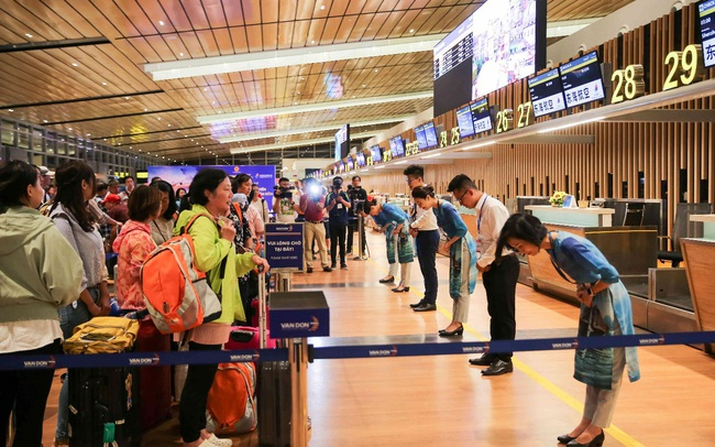 """Cảng HKQT Vân Đồn mở """"cánh cửa"""" kết nối Quảng Ninh với thế giới"""
