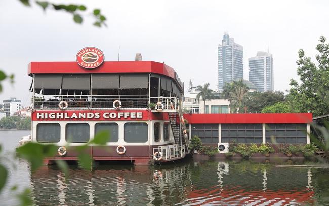 300 quán cà phê – trăm bức tranh cuộc sống tìm thấy ở Highlands Coffee